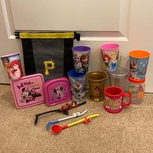 Girls kitchen accessories lot, cups, lunch box +
